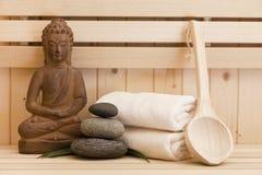 Zen kamienie i Buddha statua w sauna Zdjęcie Royalty Free