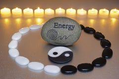 Zen mit Energie und yin und Yang Stockbilder