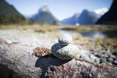 Zen Pebbles a Milford Sound Immagine Stock Libera da Diritti