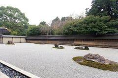 Zen Rock Garden en el templo de Ryoanji. Fotografía de archivo libre de regalías