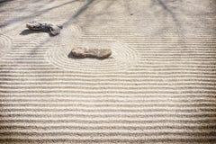 Zen Rock Garden - modelli della sabbia Fotografie Stock Libere da Diritti