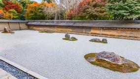 Zen Rock Garden in Ryoanji-Tempel in Kyoto royalty-vrije stock foto