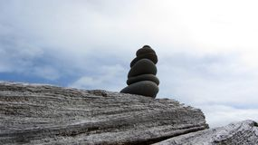 Zen Rocks op het strand in Washington State bij het Dungeness-Spit royalty-vrije stock afbeelding