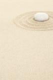ZEN Stone en arena con los círculos Imagen de archivo