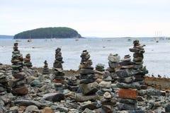 Zen Stone Towers Beach Ocean ö Fotografering för Bildbyråer