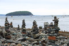 Zen Stone Towers Beach Ocean-Insel Stockbild