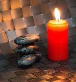 Zen Stone und rote Kerze II Lizenzfreies Stockfoto