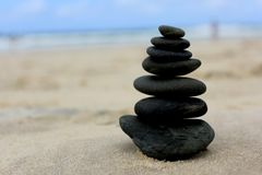Zen Stones sulla spiaggia Immagini Stock