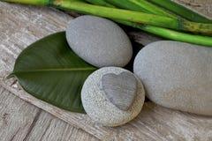 Zen Style Pebble Still Life com coração imagem de stock royalty free