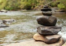 Zen am Wasser lizenzfreies stockfoto