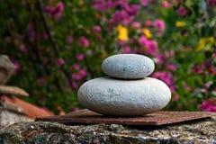 Zen-wie aufgerundete Steine Lizenzfreie Stockfotos