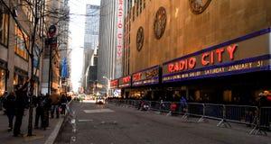 Zend de Zaal van de Muziek van de Stad via de radio uit Stock Afbeeldingen
