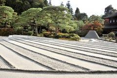 Zengarten mit Sandturm Stockbild