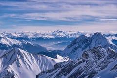 Zenit pozyci góry Śnieżni wierzchołki i widok od halnych Alps Skłon dla narciarstwa lub miejsce Zdjęcie Royalty Free
