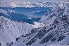 Zenit pozyci góry Śnieżni wierzchołki i widok od halnych Alps Skłon dla narciarstwa lub miejsce Fotografia Stock
