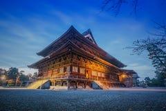 Zenkoji tempel på natten, Nagano, JAPAN Arkivfoton