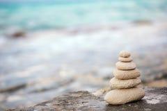 Zenstenar, bakgrund havet för den perfekta meditationen Arkivbilder