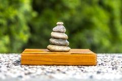 Zenstenar på trä Fotografering för Bildbyråer