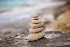 Zenstenen, achtergrond, oceaan voor de perfecte meditatie Stock Foto