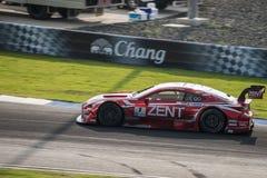ZENT CERUMO RC F von LEXUS TEAM ZENT CERUMO in den Rennen GT500 an Büro Lizenzfreie Stockfotos