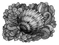 Zentangle传统化了贝壳在灰色树荫下上色的线艺术  手拉的水生乱画传染媒介例证 草图 免版税库存照片