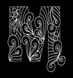 Zentangle stilisierte Alphabet Buchstabe M in der Gekritzelart Stockbild