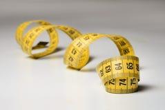 Zentimeterschneiderband diagonal Nahaufnahme lizenzfreie stockfotografie