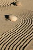 Zenträdgårdsten och sand arkivfoto