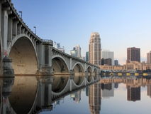 Zentrale Alleen-Brücke in Minneapolis Lizenzfreie Stockfotos