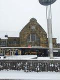 Zentrale Bahnstation Aachens nach Schnee Stockfotografie