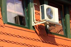 Zentrale Klimaanlage auf dem Dachboden stockfotos