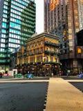 Zentrale London-Stadt schoss von einem Hotel zwischen zwei Himmelschabern Lizenzfreies Stockbild