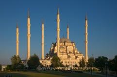 Zentrale Moschee Sabanc? bei Sonnenuntergang Stockbild