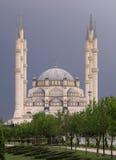 Zentrale Moschee Sabanci Merkez Camii im Central Park Stockfotografie