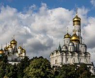 Zentrale Straße des Flussufers, Moskau Stockfotografie