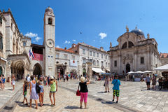 Zentrale Straße der alten Stadt Dubrovniks, Kroatien Stockfotos