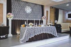 Zentrale Tabelle für die Hauptgäste der Feier 8923 stockfotos