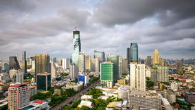 Zentrale Welt (CTW) das berühmte der Einkaufszentren Stadtzentrum herein von Bangkok stock footage