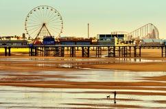 Zentraler Pier, Blackpool. England, bei Ebbe Stockfotografie