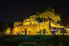 Zentraler Sektor der Kaiserzitadelle von Thang lang, der kulturelle Komplex, der die königliche Einschließung zuerst errichtet wä stockfoto
