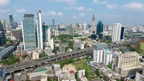 Zentrales Bangkok-Stadt-Panorama-Nordostluftvideo stock video footage