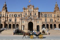 Zentrales Gebäude des Spanien-scuare von Sevilla With ein Pferdewarenkorb Lizenzfreie Stockbilder