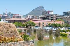 Zentrales Geschäftsgebiet des Burggrabens, Cape Towns und Löwen gehen voran Lizenzfreies Stockfoto