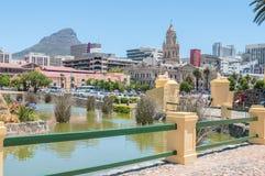 Zentrales Geschäftsgebiet des Burggrabens, Cape Towns und Löwen gehen voran Stockfotos
