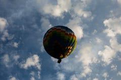 Zentrierter Heißluft Ballon Stockfoto