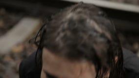 Zenuwinstorting van een meisje stock footage