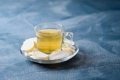 Zenzero candito con tè verde Fotografie Stock