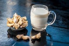 Zenzero secco con latte Immagini Stock Libere da Diritti
