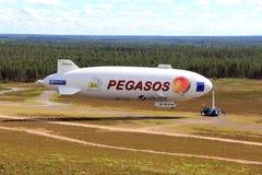 Zepelín NT de Pegasos en el aeropuerto de Jamijarvi, Finlandia imagen de archivo