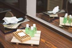 Zepen in het bad van het hotel royalty-vrije stock fotografie